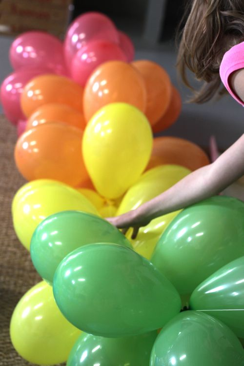 Easy balloon decorations party favors ideas for Balloon banner decoration