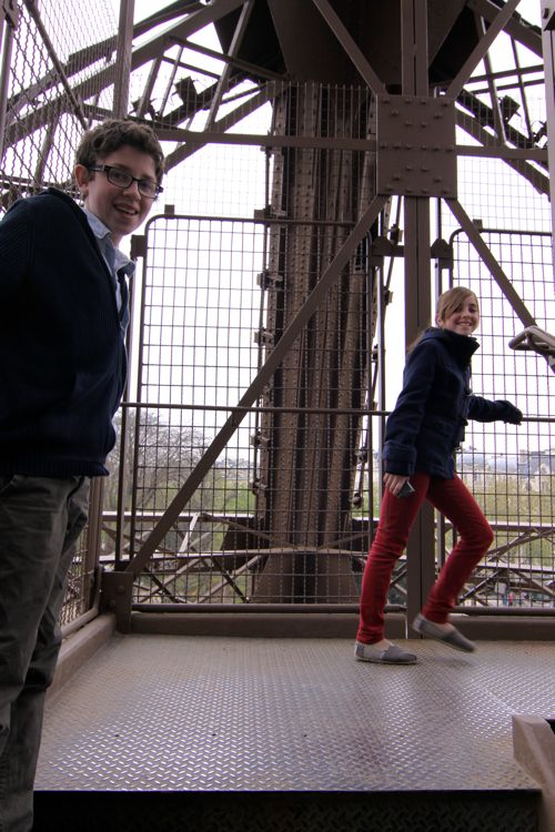 Top Of Eiffel Tower Stairs : Tips for climbing the eiffel tower with kids ⋆ design mom