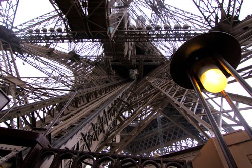 Eiffel Tower Stairs : Tips for climbing the eiffel tower with kids ⋆ design mom