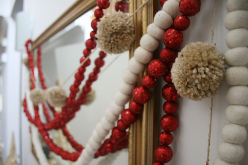 Diy pom pom garland design mom solutioingenieria