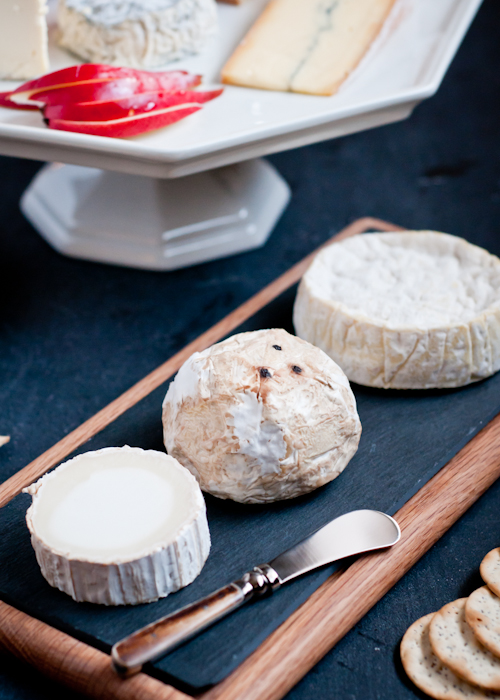 ... glass cake platters shallow bowls or plates and other serving platters make pretty boards too. Cutting boards can also double as cheese boards. & Living Well: 7 Secrets To a Beautiful Cheese Board ⋆ Design Mom