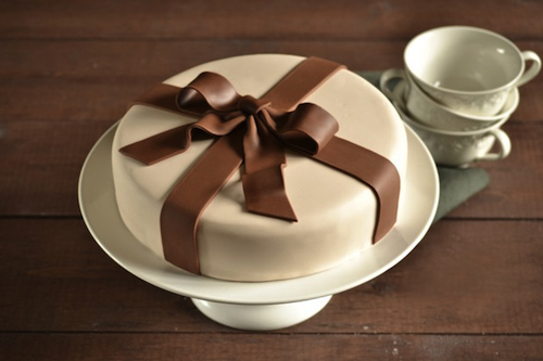 Fondant cake kits (for beginners, too!) help you make beautiful cakes at home!