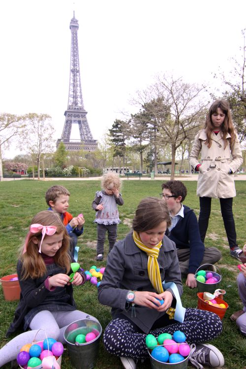 Easter Egg Hunt at Eiffel Tower01