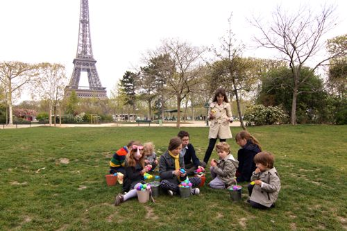 Easter Egg Hunt at Eiffel Tower03