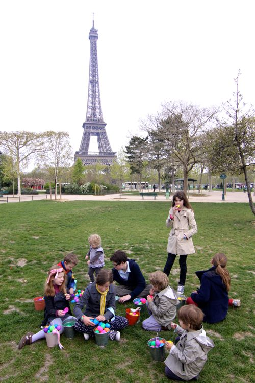 Easter Egg Hunt at Eiffel Tower04