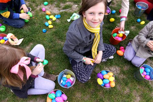 Easter Egg Hunt at Eiffel Tower08