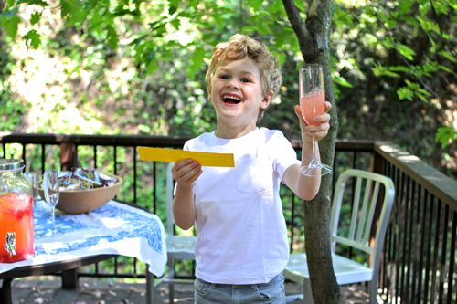 Start the summer off right with Lemonade Toasts! A great party activity where every kid gets a chance to shine.  |  Design Mom