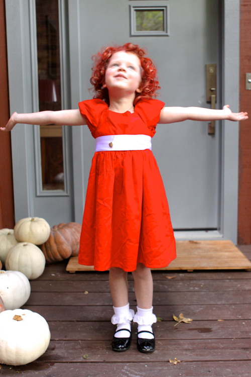 Homemade Annie Costume DIY. Perfect for Halloween. Little Orphan Annie!
