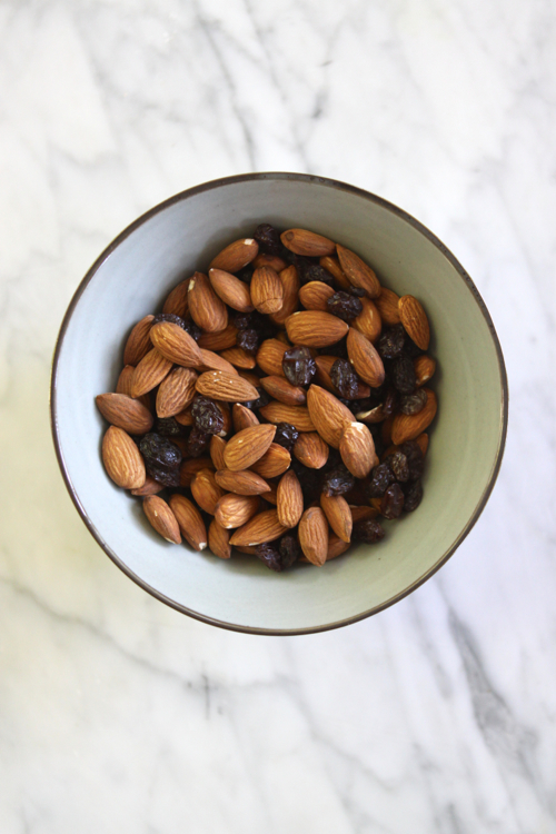 """Healthy Snack: Raw Almonds + Raisins. In a snack-time rut? Click through for food """"pairings"""" that will spice things up!"""