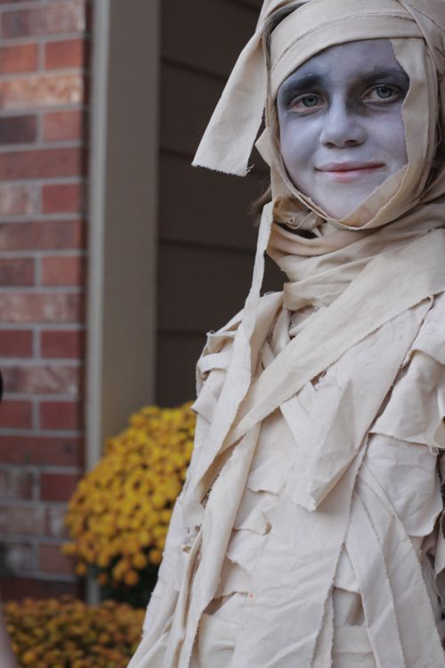 Homemade Mummy Halloween Costume DIY.
