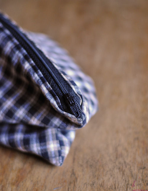 |  Easy Zipper Pouch Tutorial featured by top US lifestyle blog, Design Mom: image a zipper pouch being made