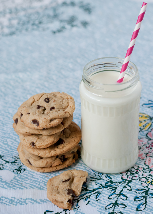 8 Secrets to the Perfect Chocolate Chip Cookie featured on top lifestyle blog, Design Mom