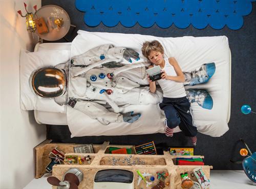 astronaut duvet set. by Dutch company, Snurk.