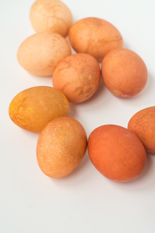 Easy Natural Dye Easter Eggs: Use Onion for Orange